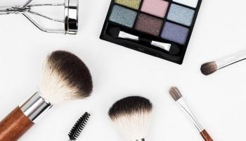 Váncsa Zalán: A sminkelésről és hajfestésről – az önértékelési zavar ismérveiről (1.rész)